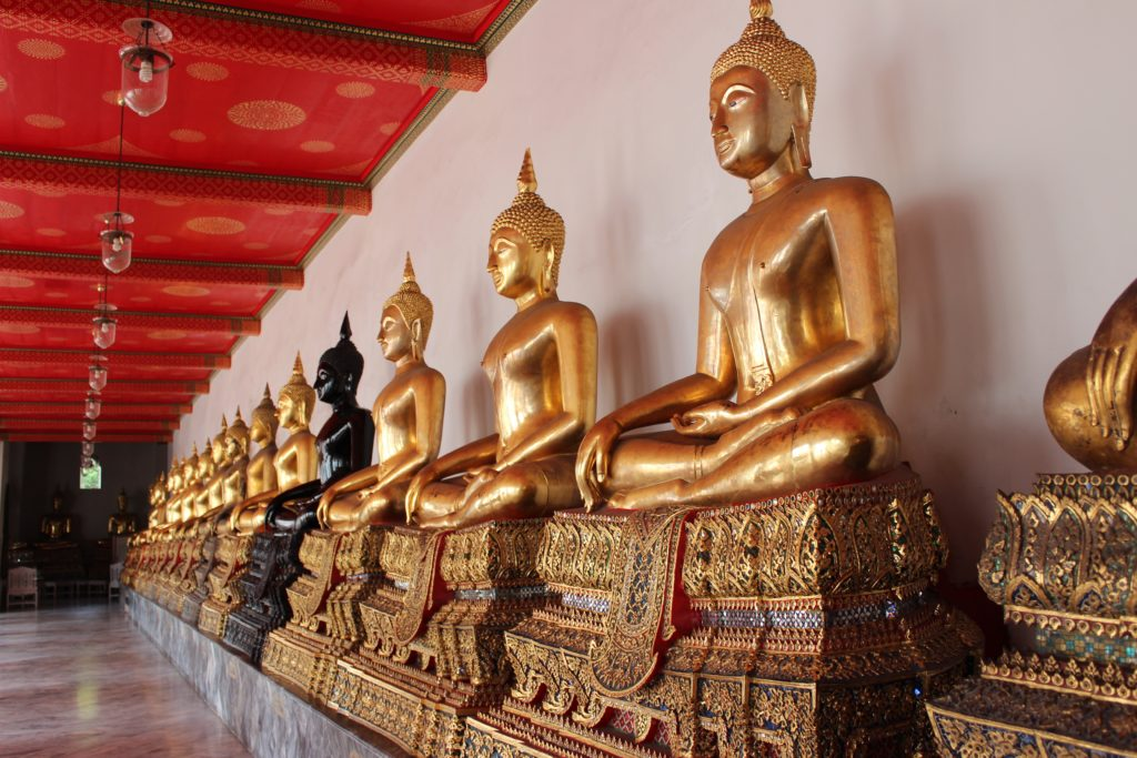The Reclining Buddha at Wat Pho  duffelbagspouse travel tips